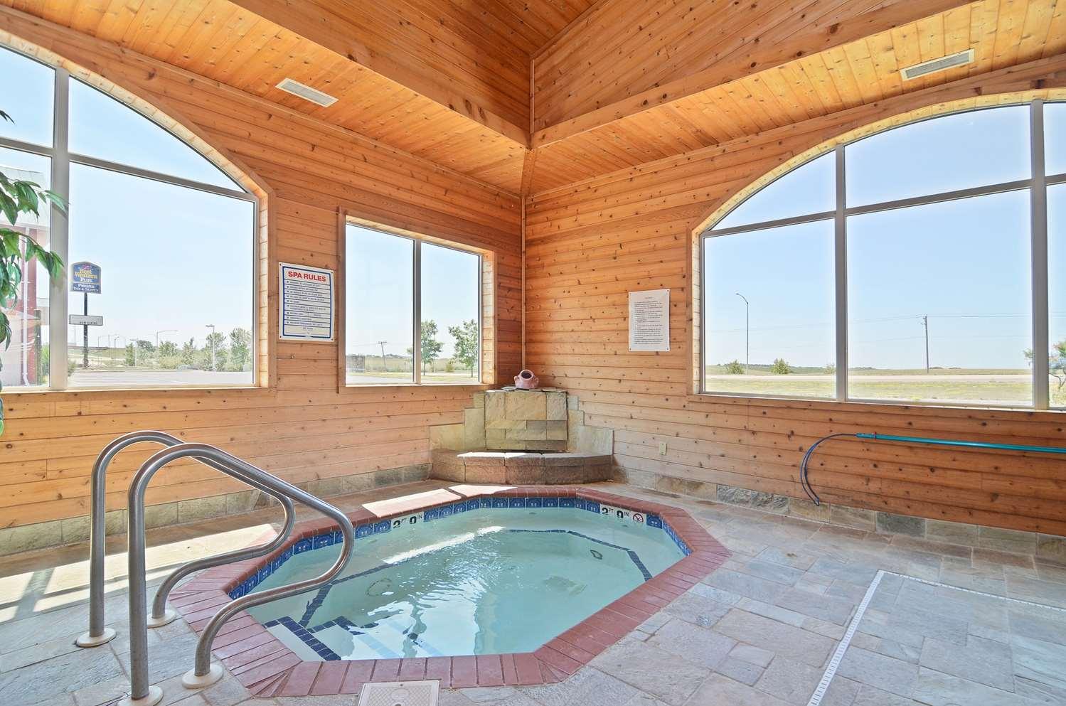 Pool - Best Western Pioneer Inn & Suites Grinnell