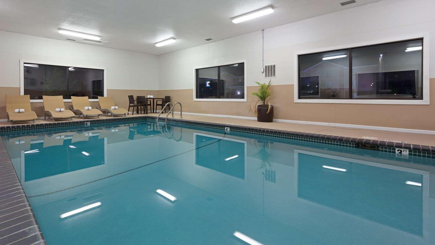 Pool - Best Western Mt Pleasant Inn