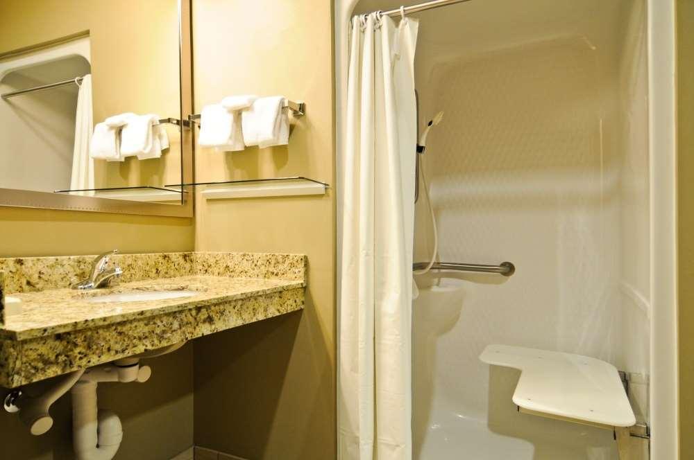 Room - Best Western Plus Night Watchman Inn & Suites Greensburg