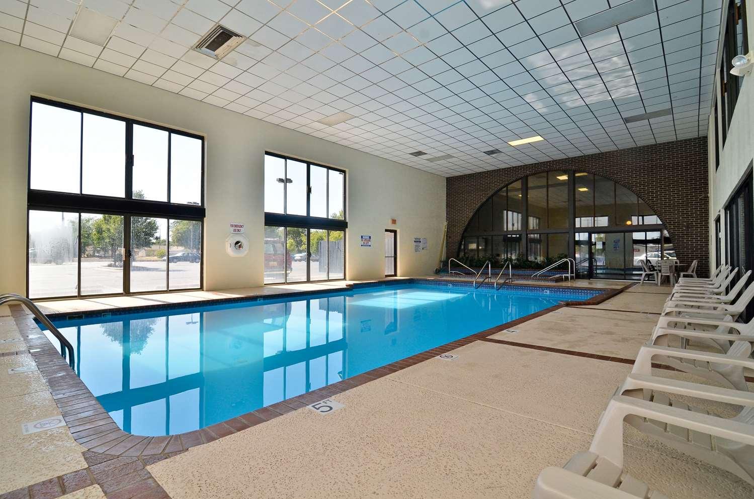 Pool - Best Western Angus Inn Great Bend
