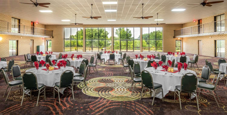 Ballroom - Best Western Wichita North Hotel