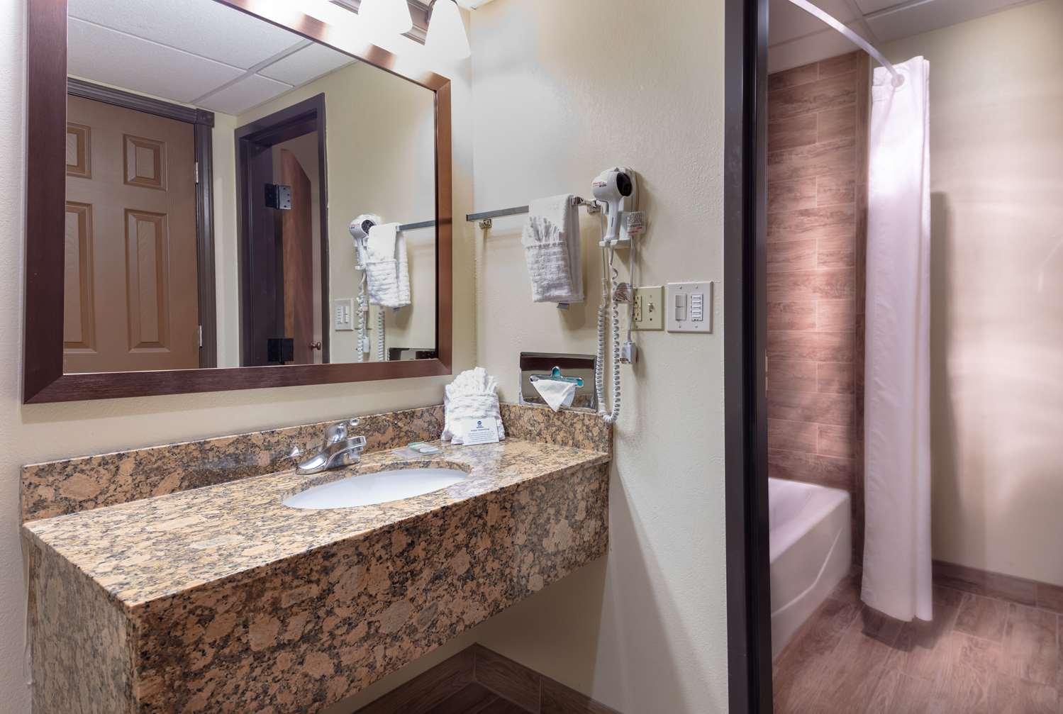 Room - Best Western Wichita North Hotel