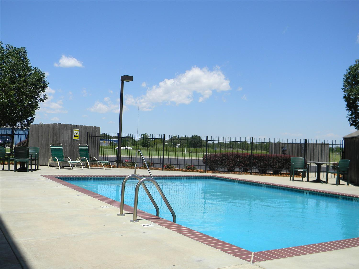 Pool - Best Western Governors Inn & Suites Wichita
