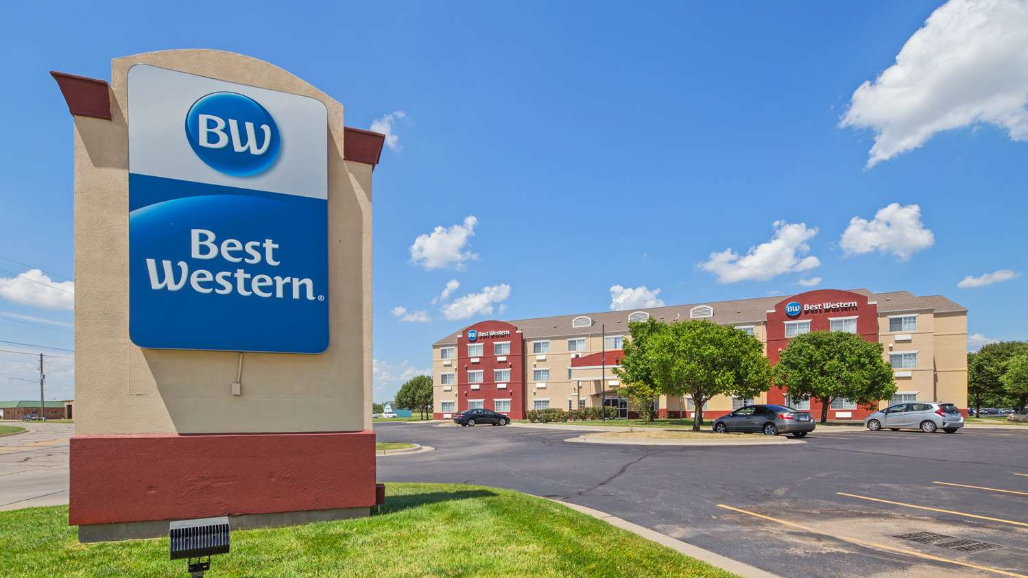 Exterior view - Best Western Governors Inn & Suites Wichita