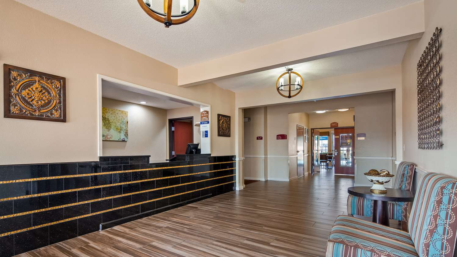 Lobby - Best Western Governors Inn & Suites Wichita