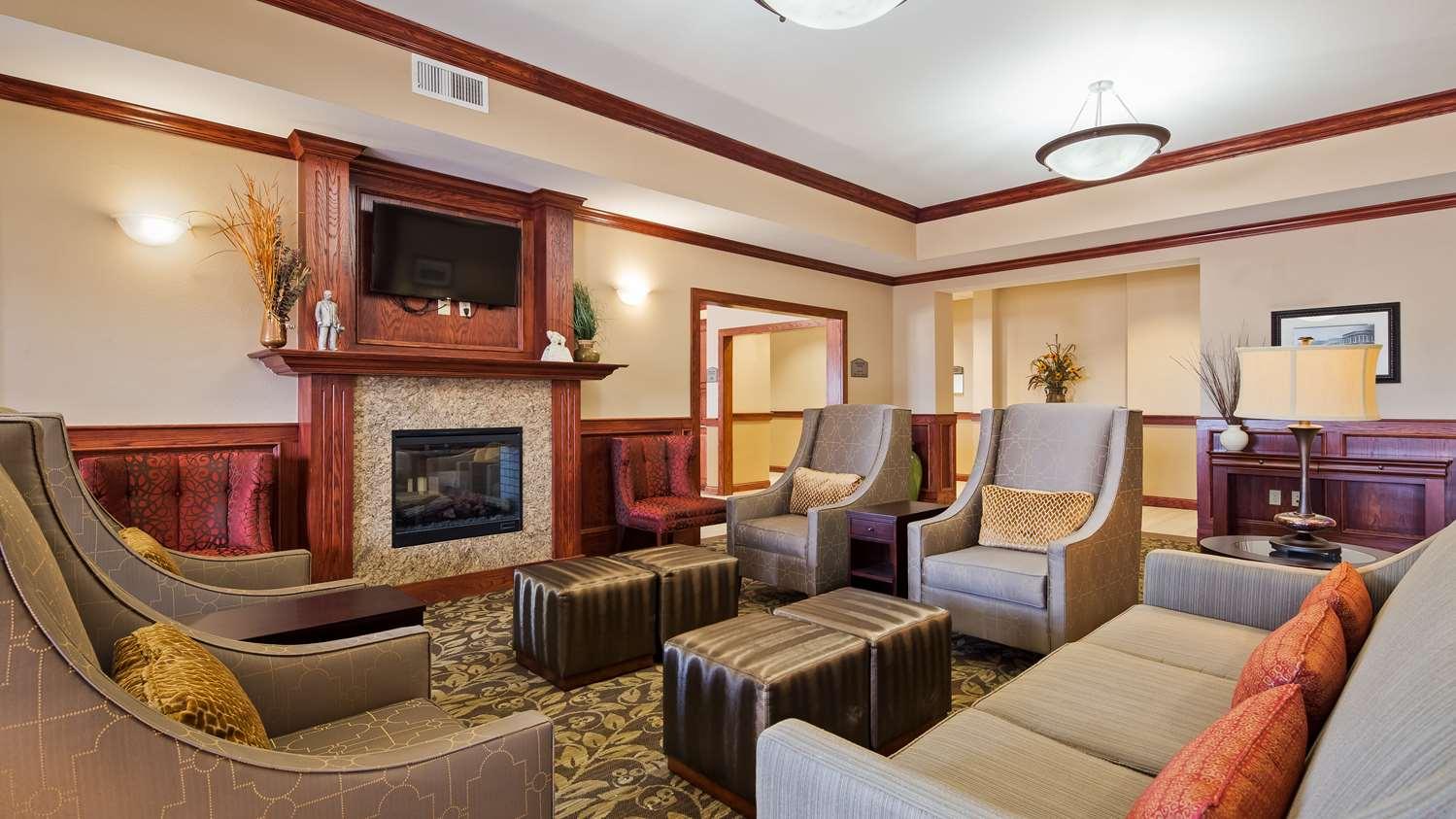 Lobby - Best Western Plus Butterfield Inn Hays