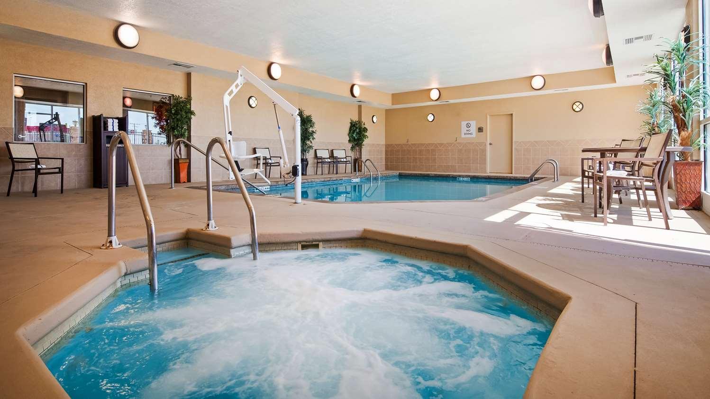 Pool - Best Western Plus Butterfield Inn Hays