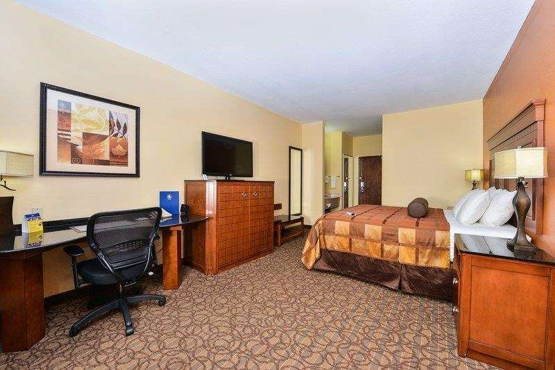 Room - Best Western Plus Midwest Inn & Suites Salina