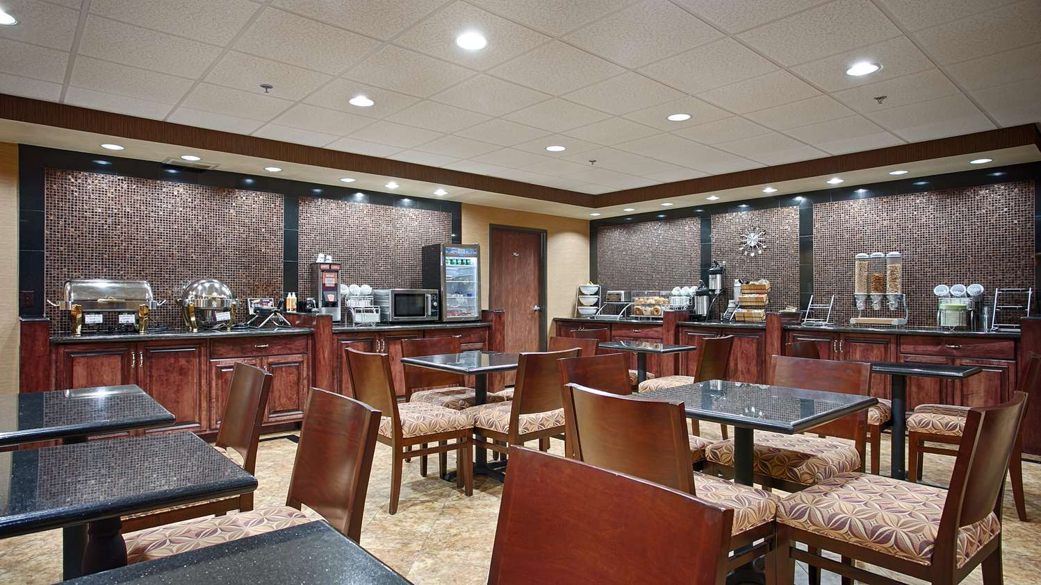 Restaurant - Best Western Plus Midwest Inn & Suites Salina