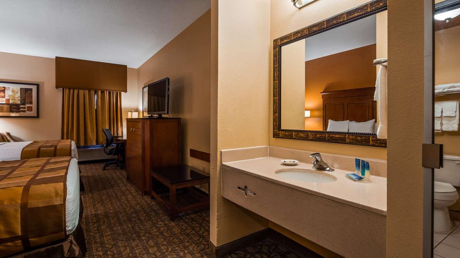 Room - Best Western Plus Midwest Inn & Suites Salina