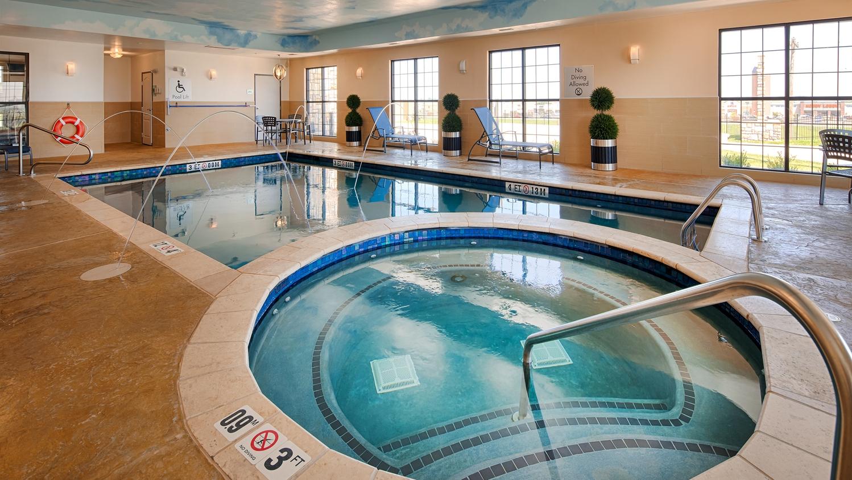 Pool - Best Western Plus Emerald Inn & Suites Garden City