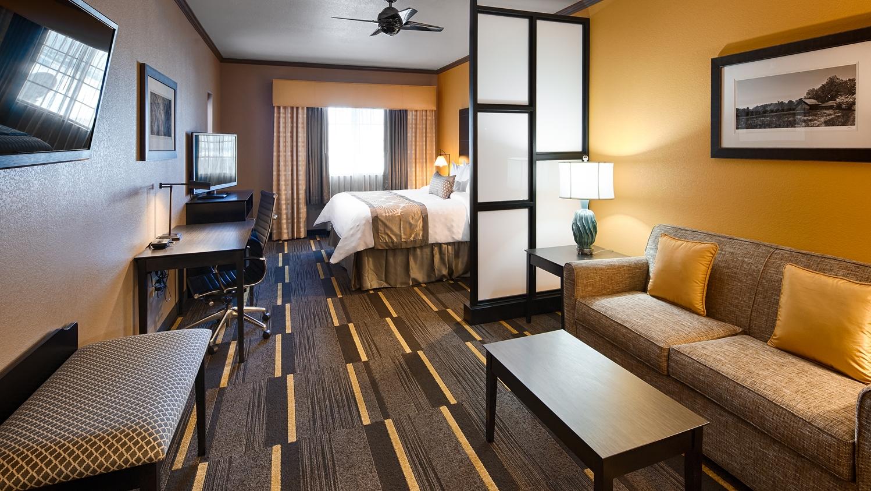 Room - Best Western Plus Emerald Inn & Suites Garden City