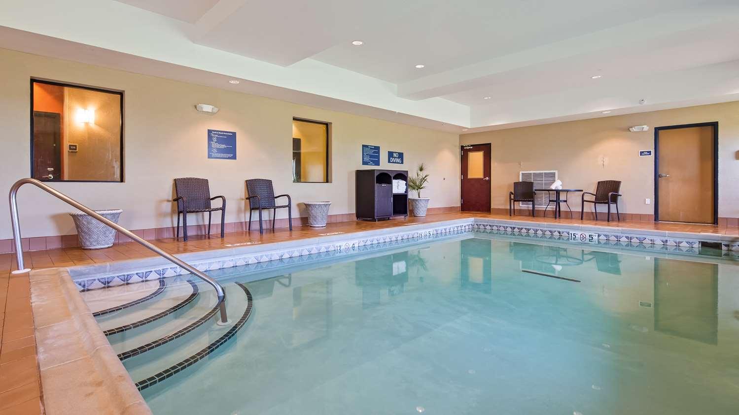 Pool - Best Western Plus Hiawatha Hotel