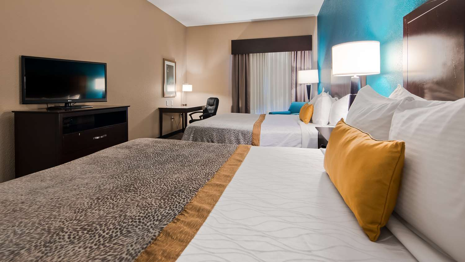 Room - Best Western Plus Hiawatha Hotel