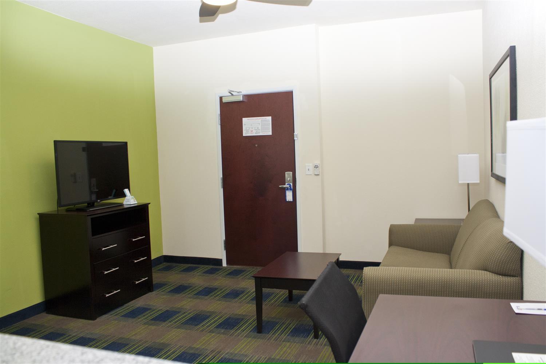 Room - Best Western Plus Pratt Hotel