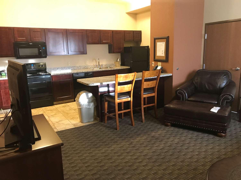 Suite - Best Western North Edge Inn Dodge City