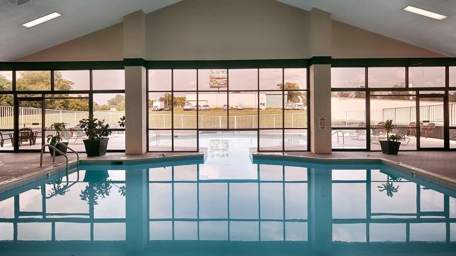 Pool - Best Western Parkside Inn Frankfort