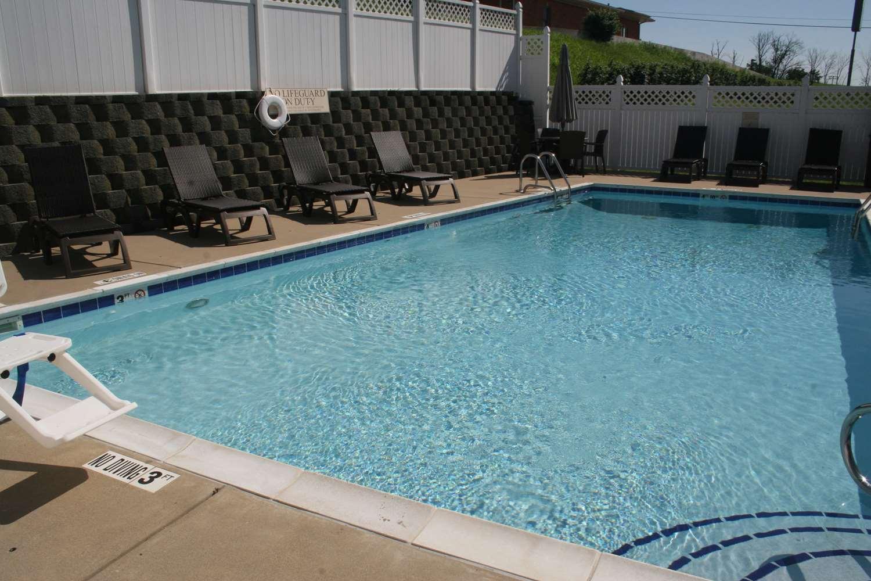 Pool - Best Western Inn Lawrenceburg