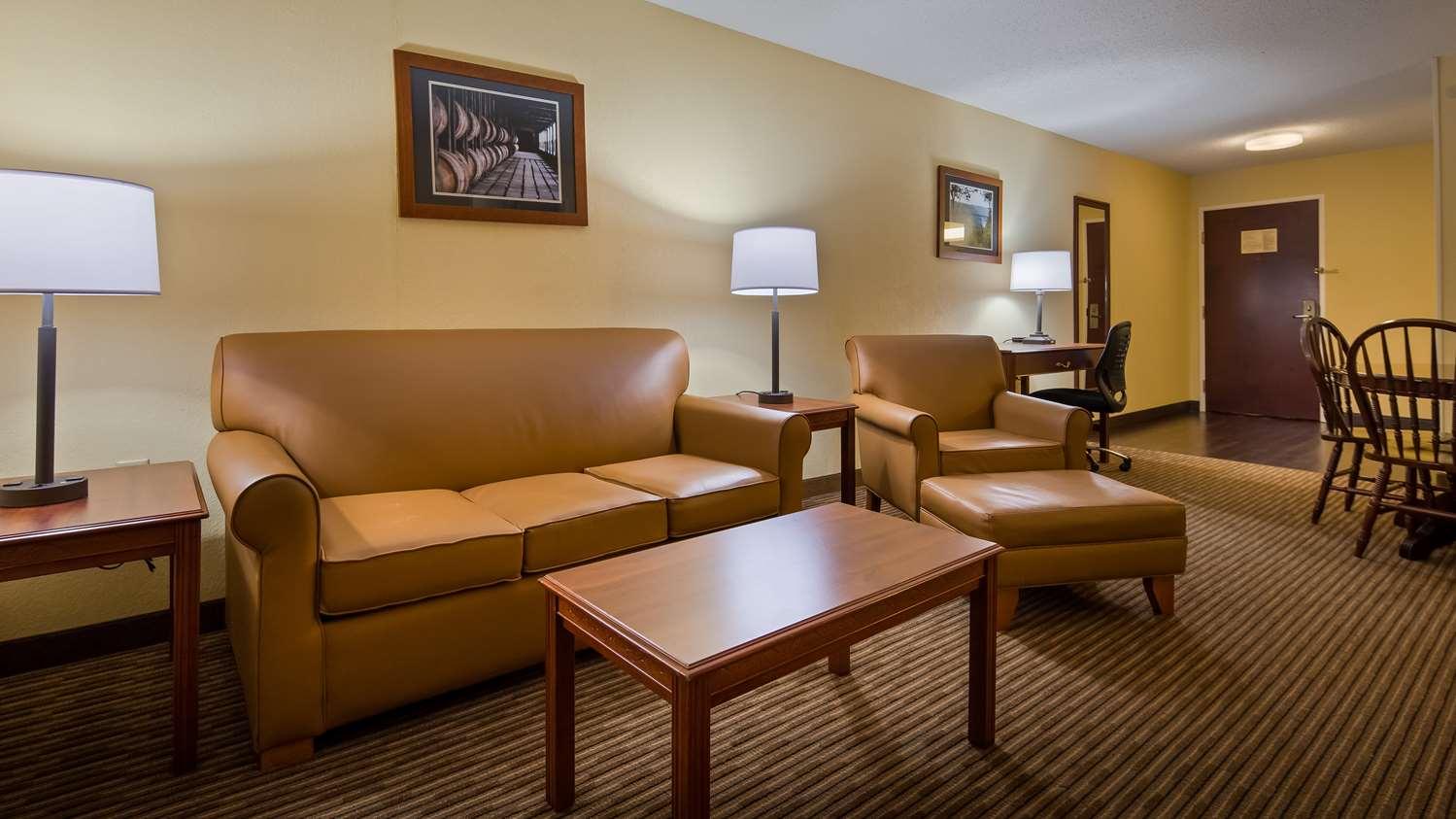 Suite - Best Western Inn Lawrenceburg