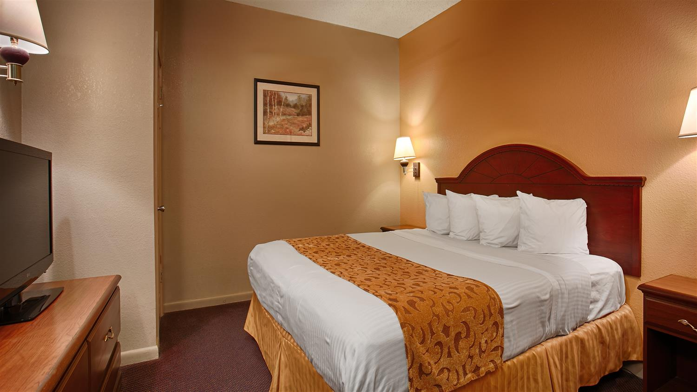 Room - Best Western Delhi Inn