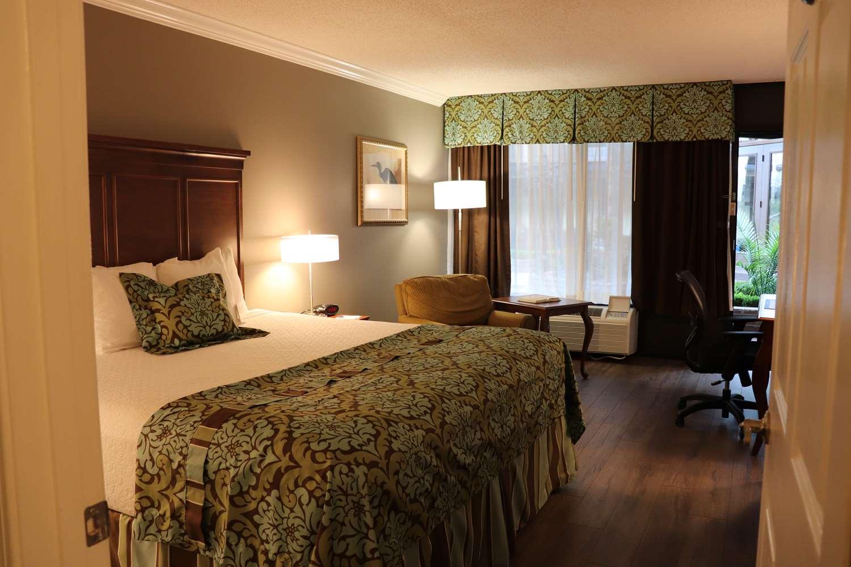 Room - Best Western Plus Westbank Hotel Harvey