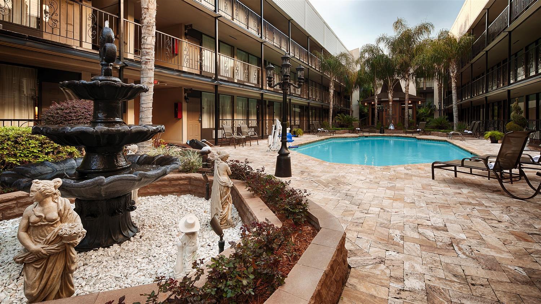 Pool - Best Western Plus Westbank Hotel Harvey