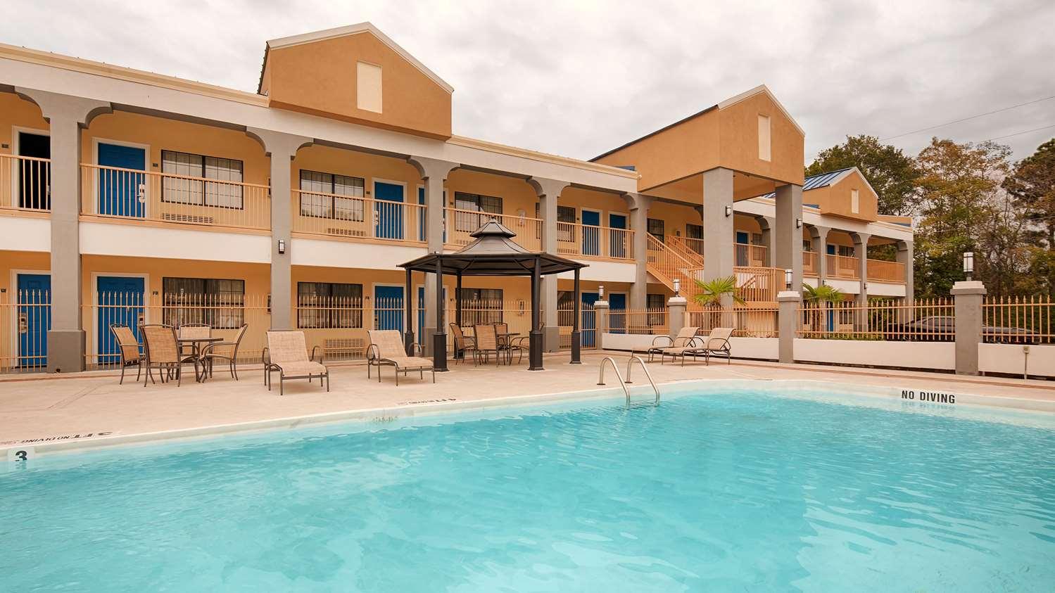 Pool - Best Western Inn West Monroe
