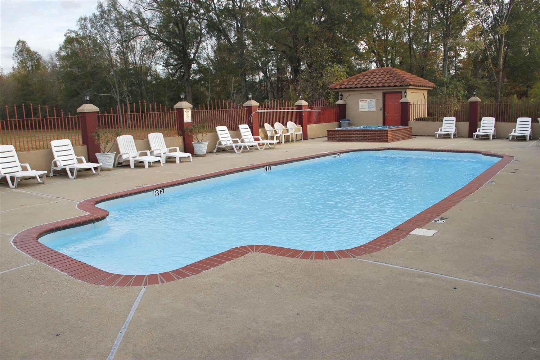 Pool - Best Western Airport Inn Monroe