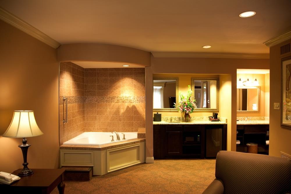 Suite - Best Western Plus French Quarter Landmark Hotel