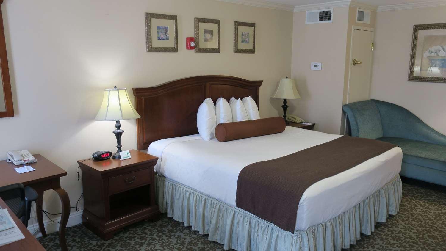 Room - Best Western Plus French Quarter Landmark Hotel