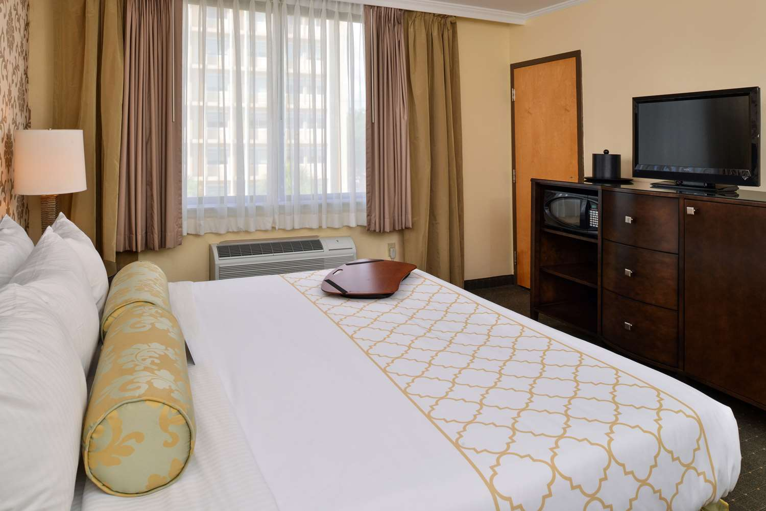 Room - Best Western Plus St Charles Inn New Orleans