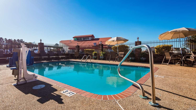Pool - Best Western Rayne Inn