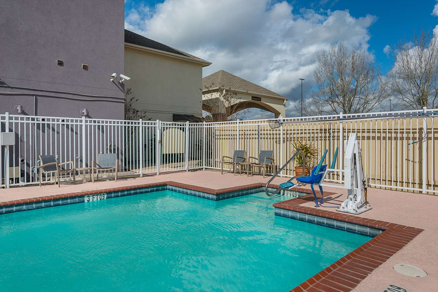 Pool - Best Western Plus DeRidder Inn