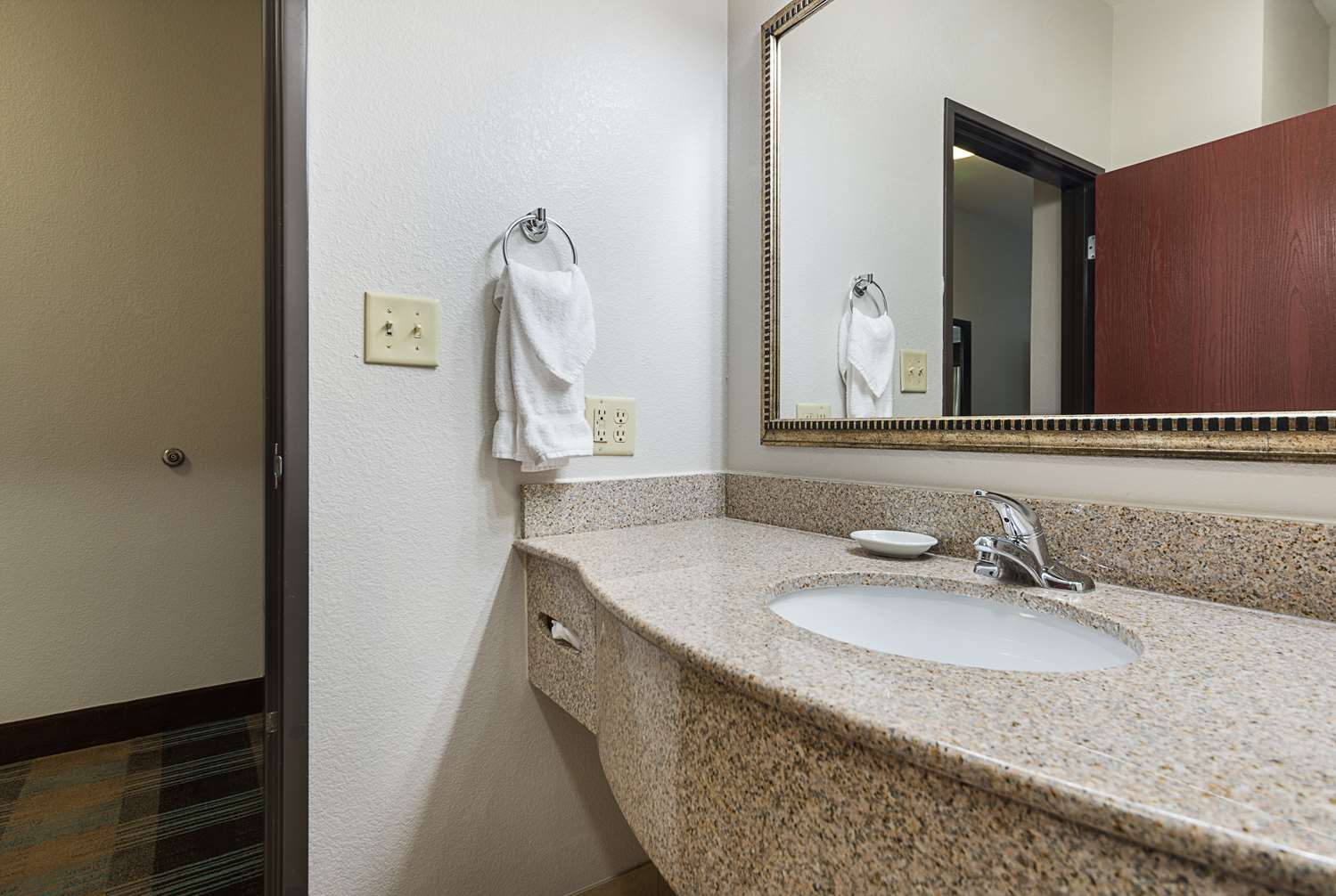 Room - Best Western Plus DeRidder Inn