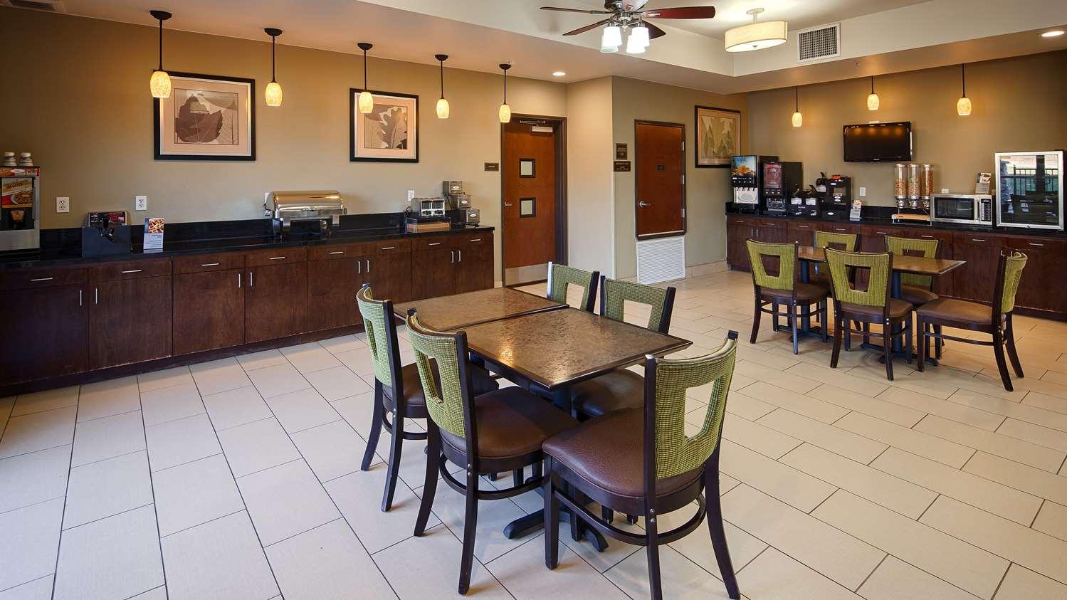 Pool - Best Western Plus Desoto Inn & Suites Mansfield
