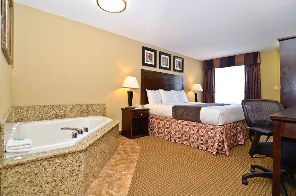 Room - Best Western Lafayette Inn