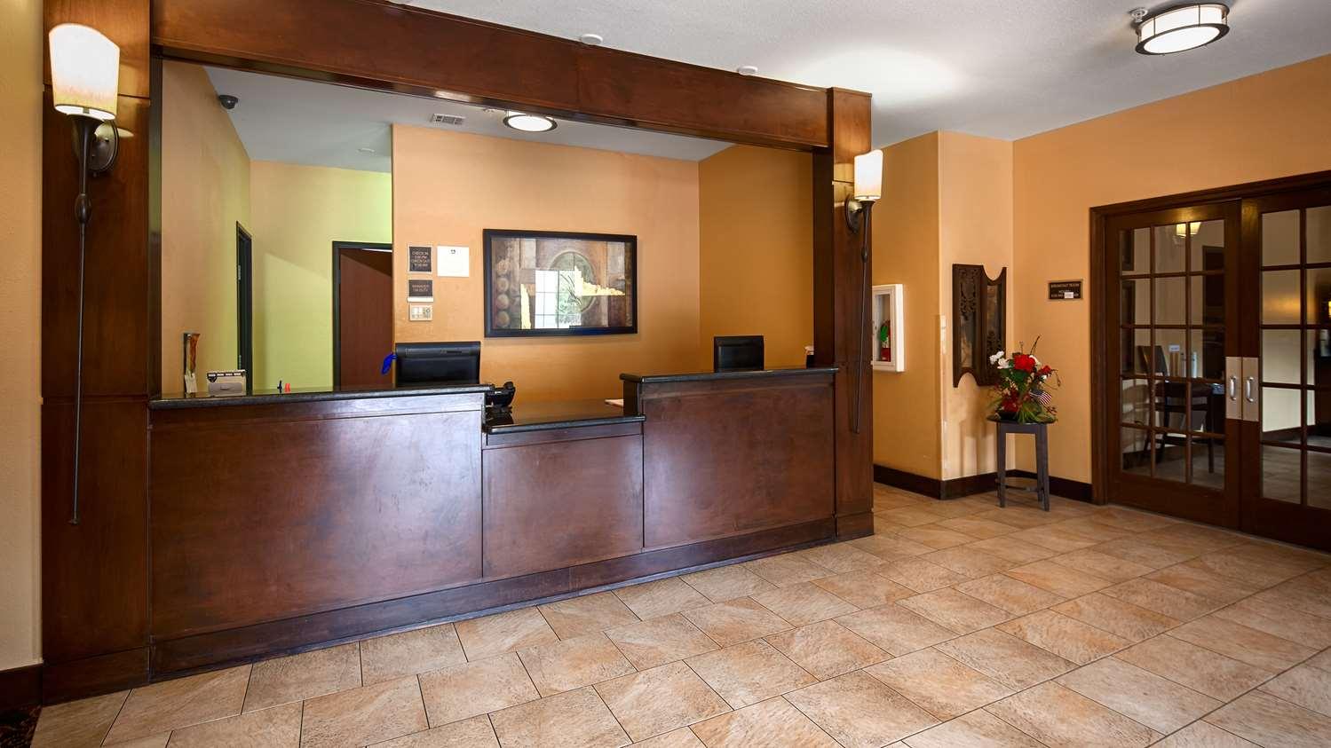 Lobby - Best Western Oakdale Inn