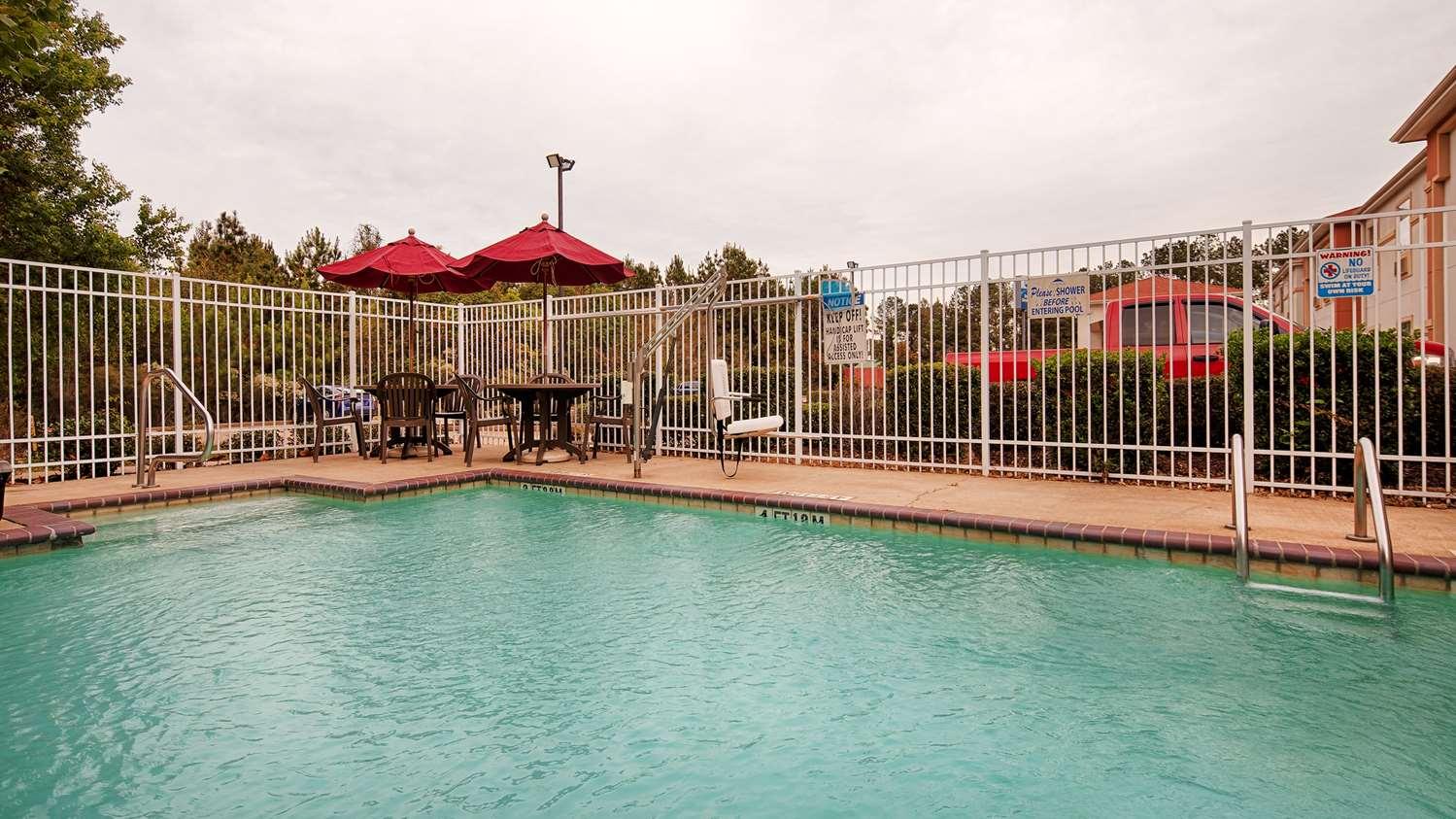 Pool - Best Western Oakdale Inn