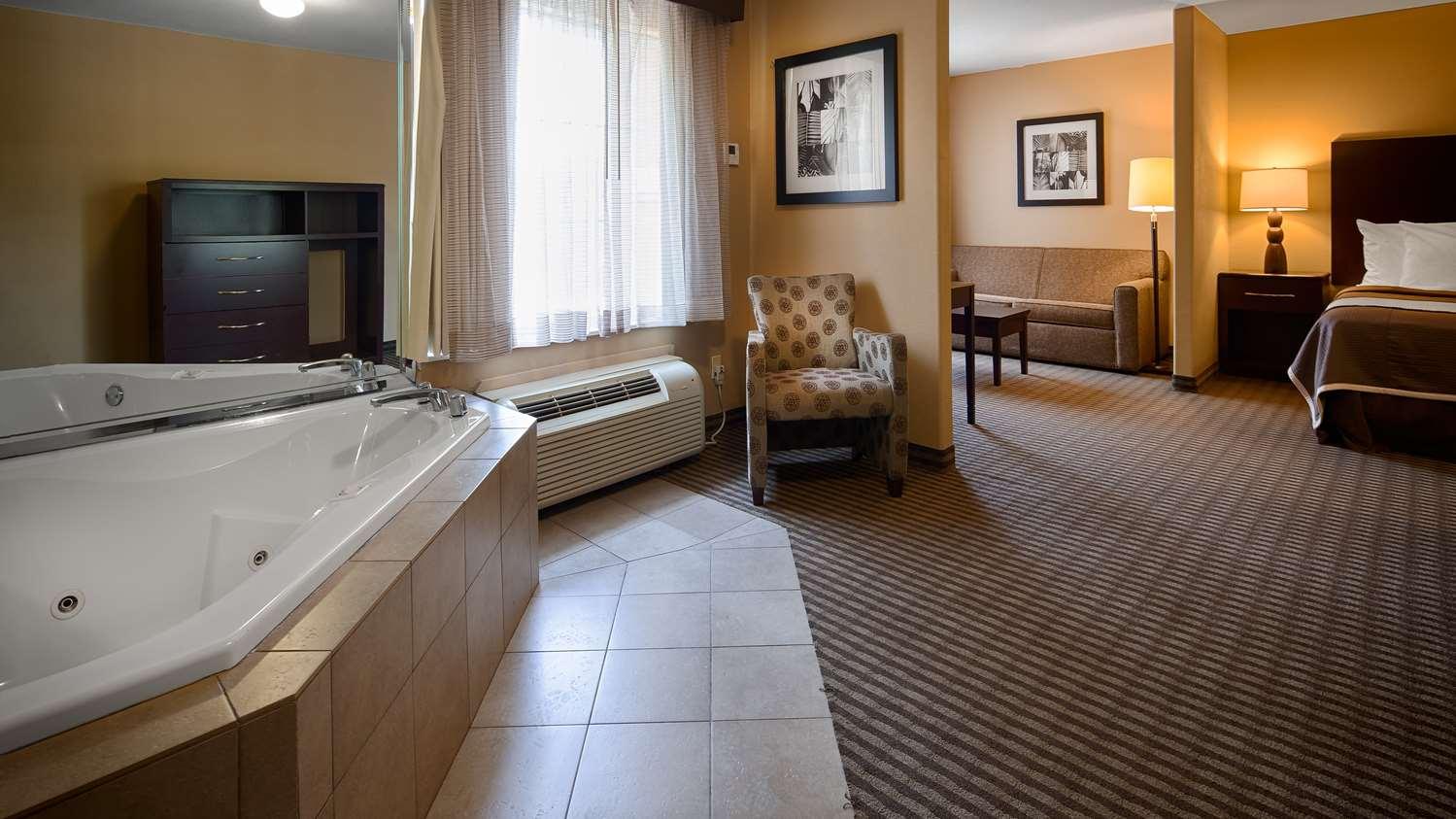 Suite - Best Western Oakdale Inn