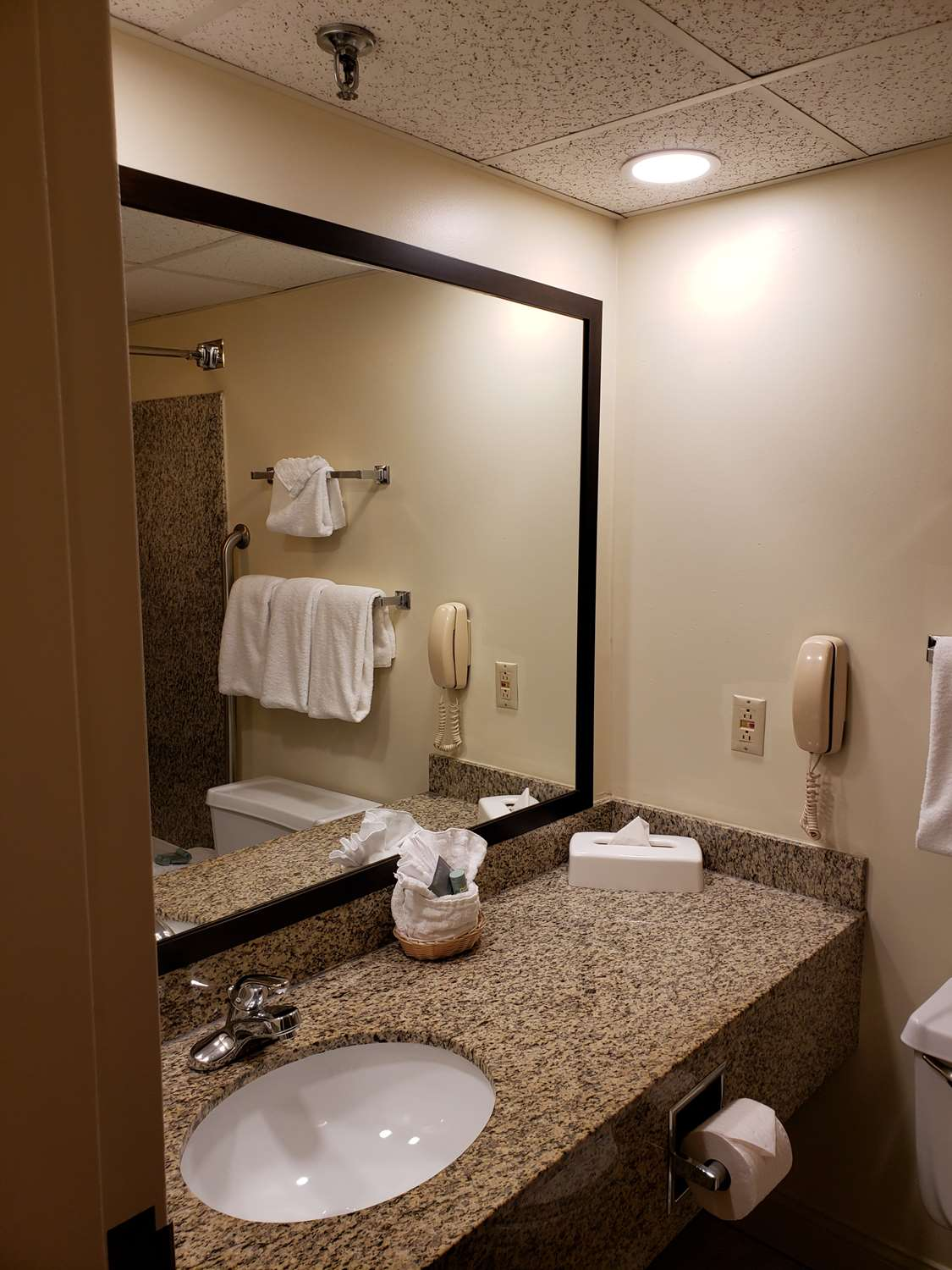 Room - Best Western Merry Manor Inn South Portland