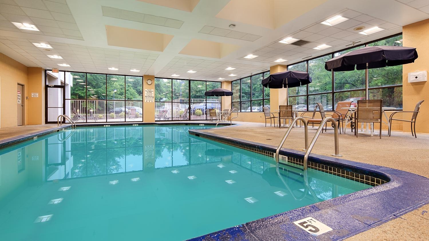Pool - Best Western Plus Hotel Elkridge