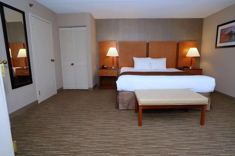 Room - Best Western La Plata Inn