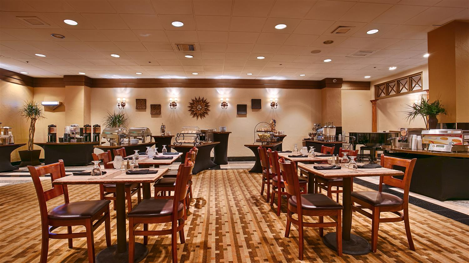 Restaurant - Best Western Plus Hotel & Conference Center