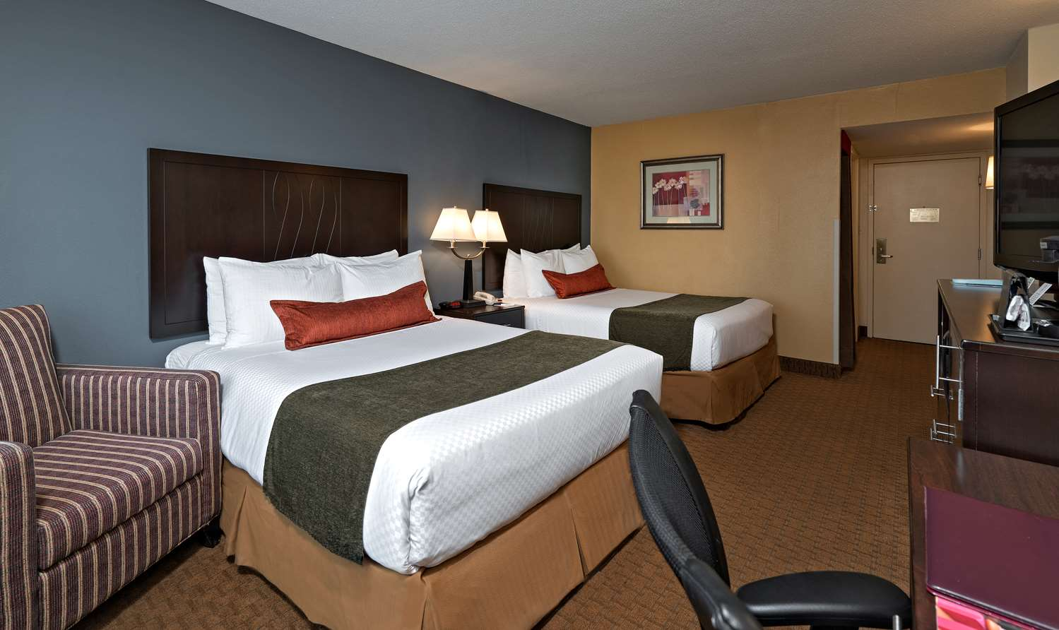 Room - Best Western Plus Hotel & Conference Center