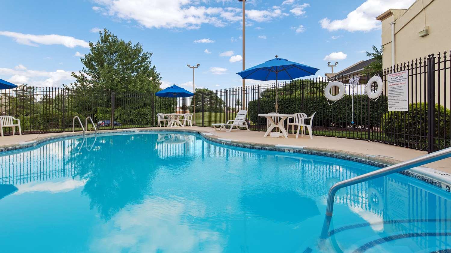 Pool - Best Western Hotel Historic Frederick