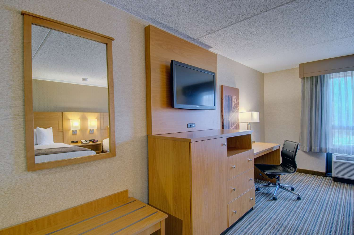 Room - Best Western Royal Plaza Hotel & Trade Center