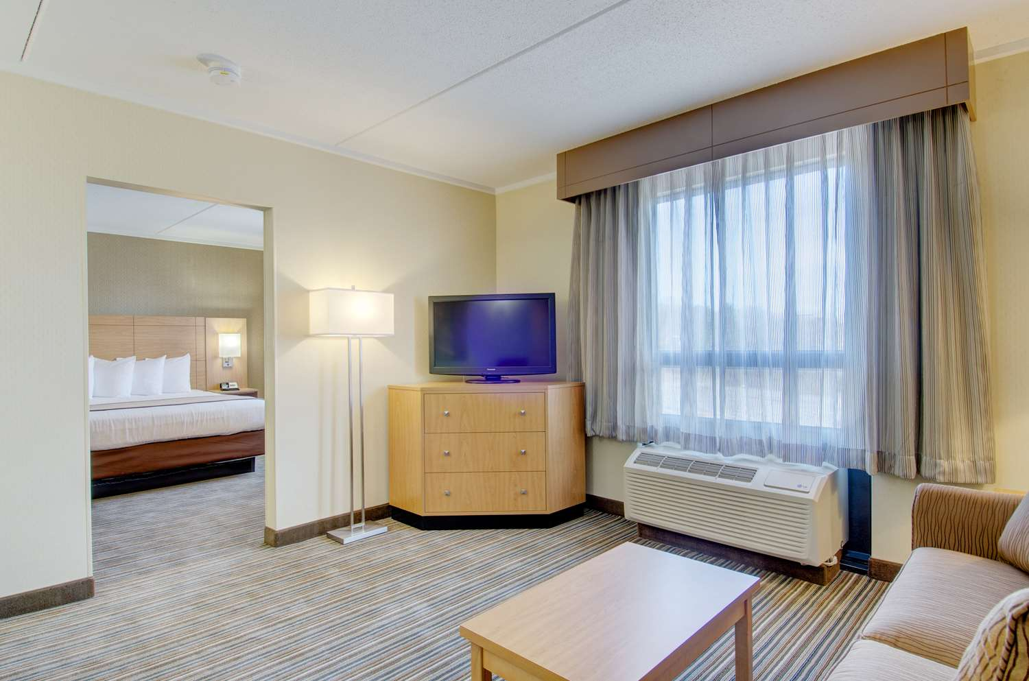 Suite - Best Western Royal Plaza Hotel & Trade Center