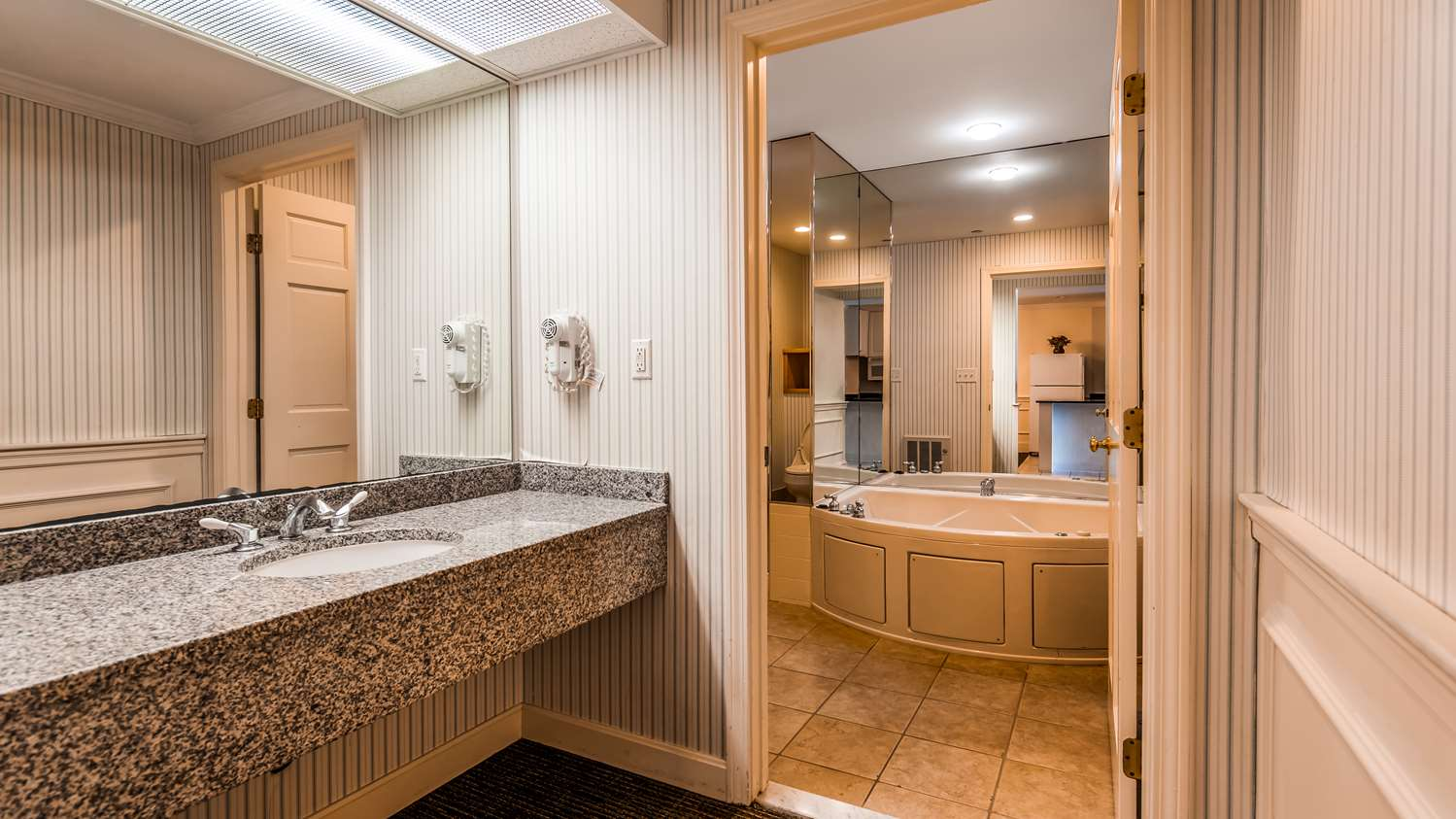 Suite - Best Western Adams Inn Quincy