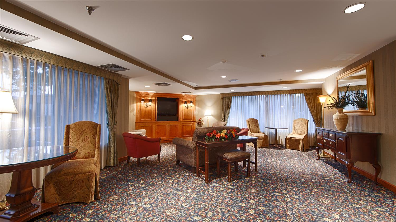Lobby - Best Western Plus Chelmsford Inn