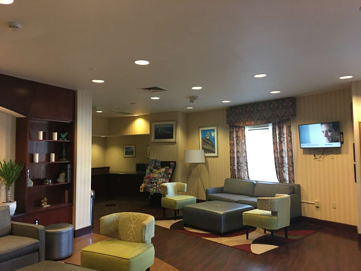 Lobby - Best Western Plus Roundhouse Suites Boston
